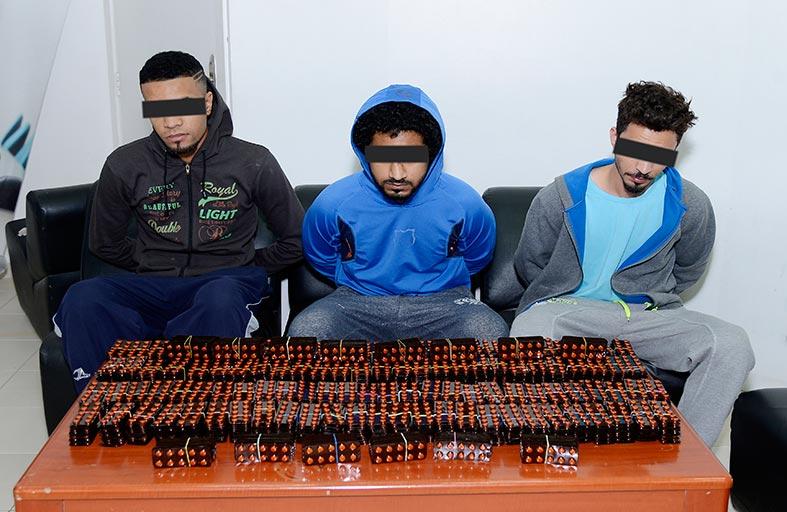 شرطة الشارقة تلقي القبض على 3 أشخاص بحوزتهم أكثر من 12 ألف قرص مخدر