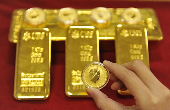الذهب يتجه إلى ثاني ارتفاع شهري