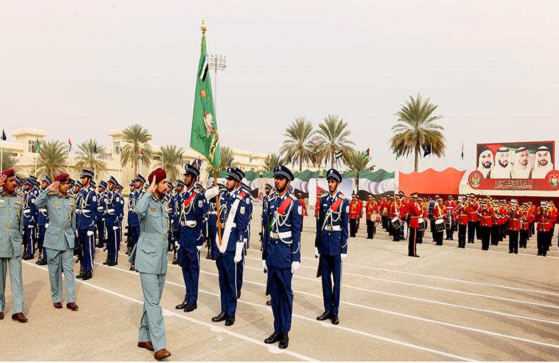 الشعفار يشهد بروفة تخريج كلية الشرطة في أبوظبي
