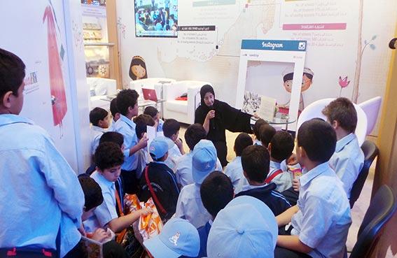 المجلس الإماراتي لكتب اليافعين ينشر متعة القراءة بين الأطفال في معرض الشارقة للكتاب