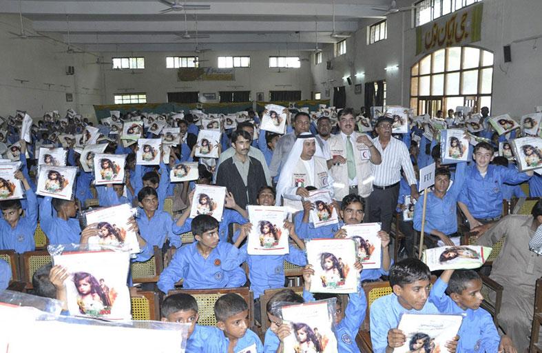 الهلال الأحمر تبدأ تنفيذ المرحلة الثانية من حملة محمد بن راشد لكسوة مليون طفل حول العالم