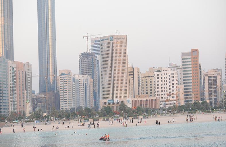 شواطىء أبوظبي تستقطب أكثر من مليون و300 ألف زائر خلال الربع الأول من العام الحالي