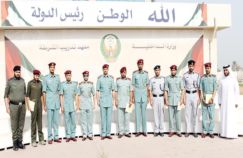 تخريج 105  مشاركين في دورات شرطية تدريبية برأس الخيمة