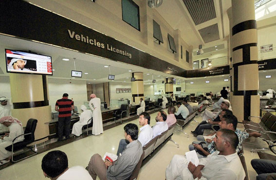تمديد ساعات العمل في مركز خدمات المرور والترخيص في شرطة عجمان