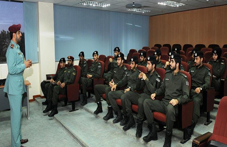 توعية منتسبي الدعم الأمني في شرطة أبوظبي مروريا