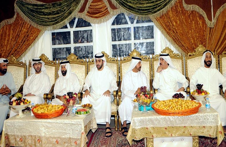 حاكم أم القيوين يحضر مأدبة عشاء بالمجلس الرمضاني لأبناء المرحوم خلفان الغفلي
