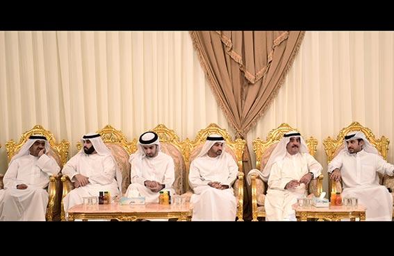 حاكم أم القيوين يقدم واجب العزاء في الشيخ سعود بن عبدالله بن سلطان المعلا