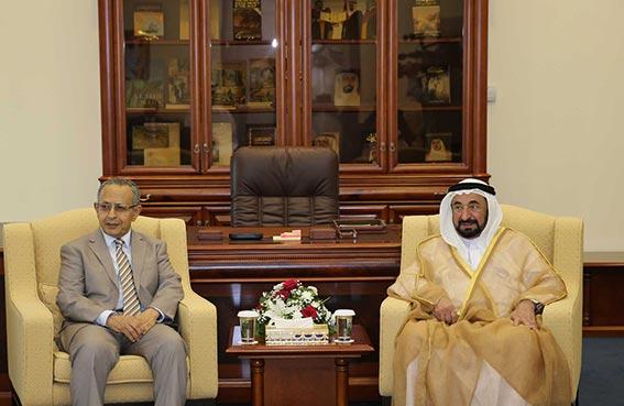 حاكم الشارقة يلتقي وفدي شعراء البحرين واليمن