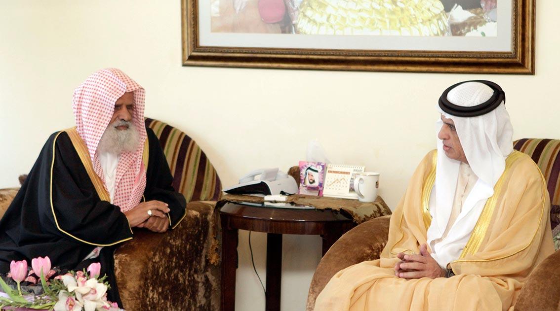 حاكم رأس الخيمة يستقبل فضيلة الشيخ عبيد الجابري