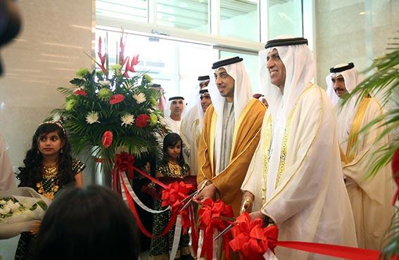حاكم رأس الخيمة يفتتح مستشفى خليفة التخصصي في رأس الخيمة بحضور منصور بن زايد