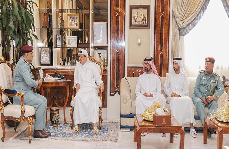 حاكم عجمان يطلع على برامج وخطة واستراتيجية الدفاع المدني