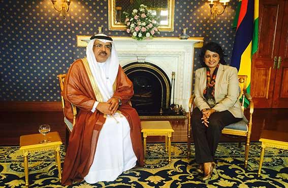 رئيسة موريشيوس تستقبل سفير الدولة وتشيد بدور الإمارات الإنساني إقليميا وعالميا