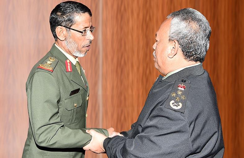 رئيس أركان القوات المسلحة ورئيس قوات الدفاع الماليزية يبحثان التعاون العسكري في كوالالمبور