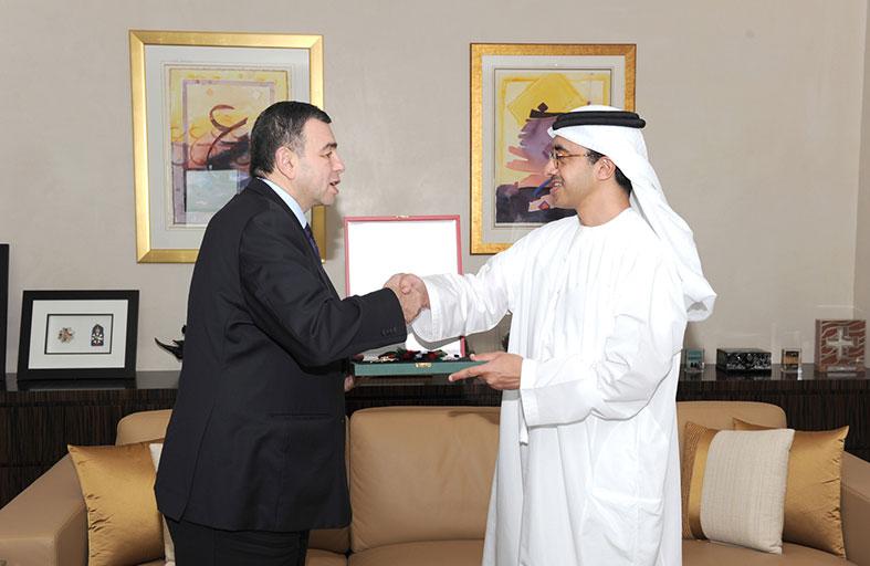 رئيس الدولة يمنح وسام «الاستقلال من الدرجة الأولى» للسفير المصري
