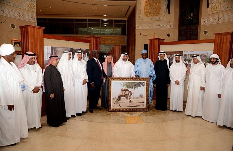 راشد بن حمدان بن راشد يفتتح معرض صور من أفريقيا