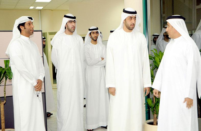 راشد بن سعود المعلا يزور غرفة تجارة وصناعة أم القيوين