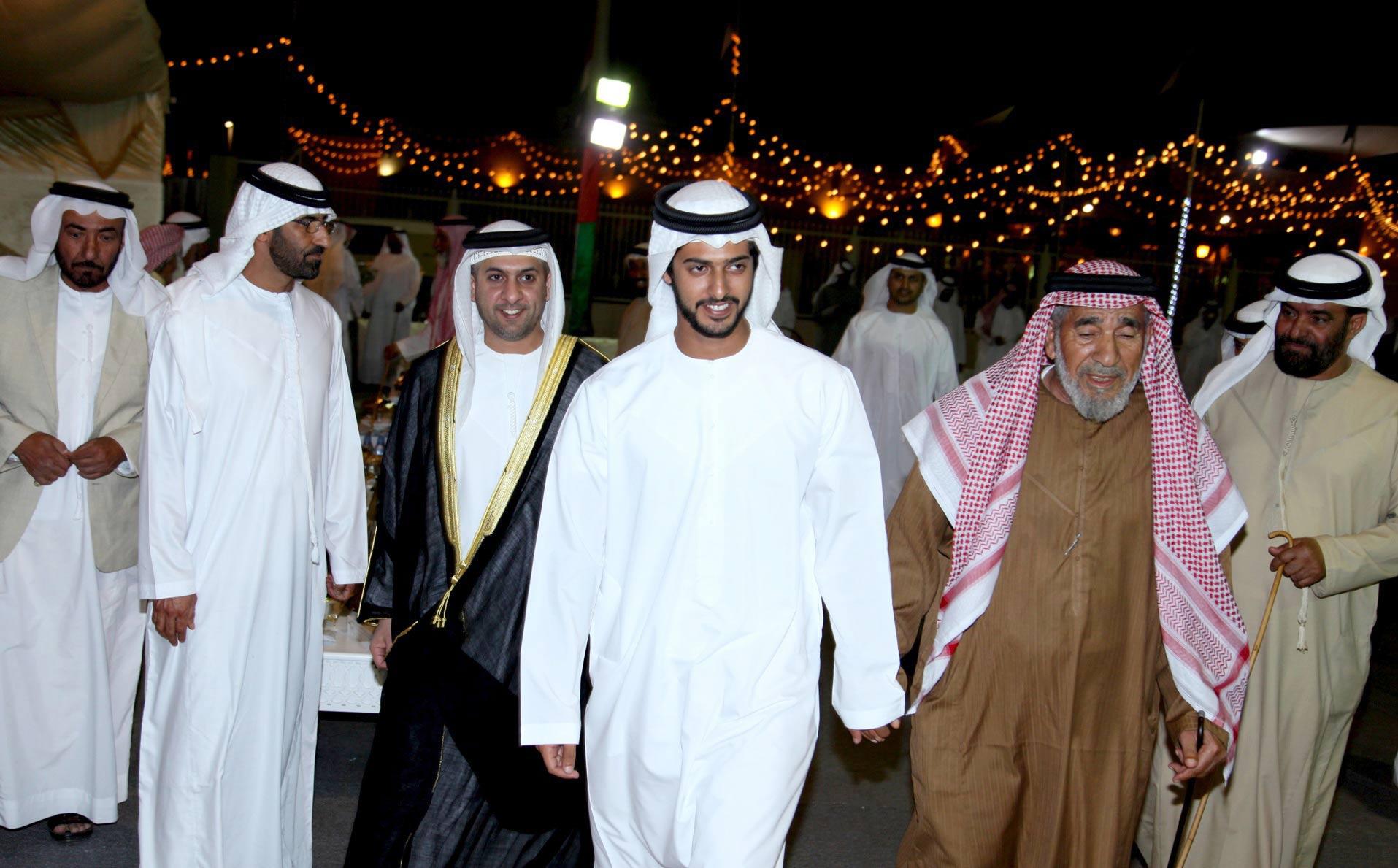 زايد بن حمدان بن زايد يحضر حفل زفاف مواطن