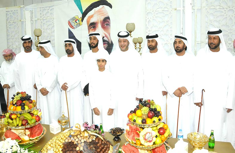 سعيد بن طحنون يحضر زفاف سلطان علي الساعدي