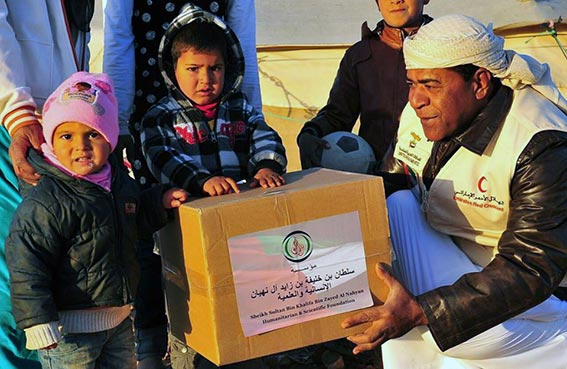 سلطان بن خليفة الانسانية توزع 5000 طرد غذائي في مصر