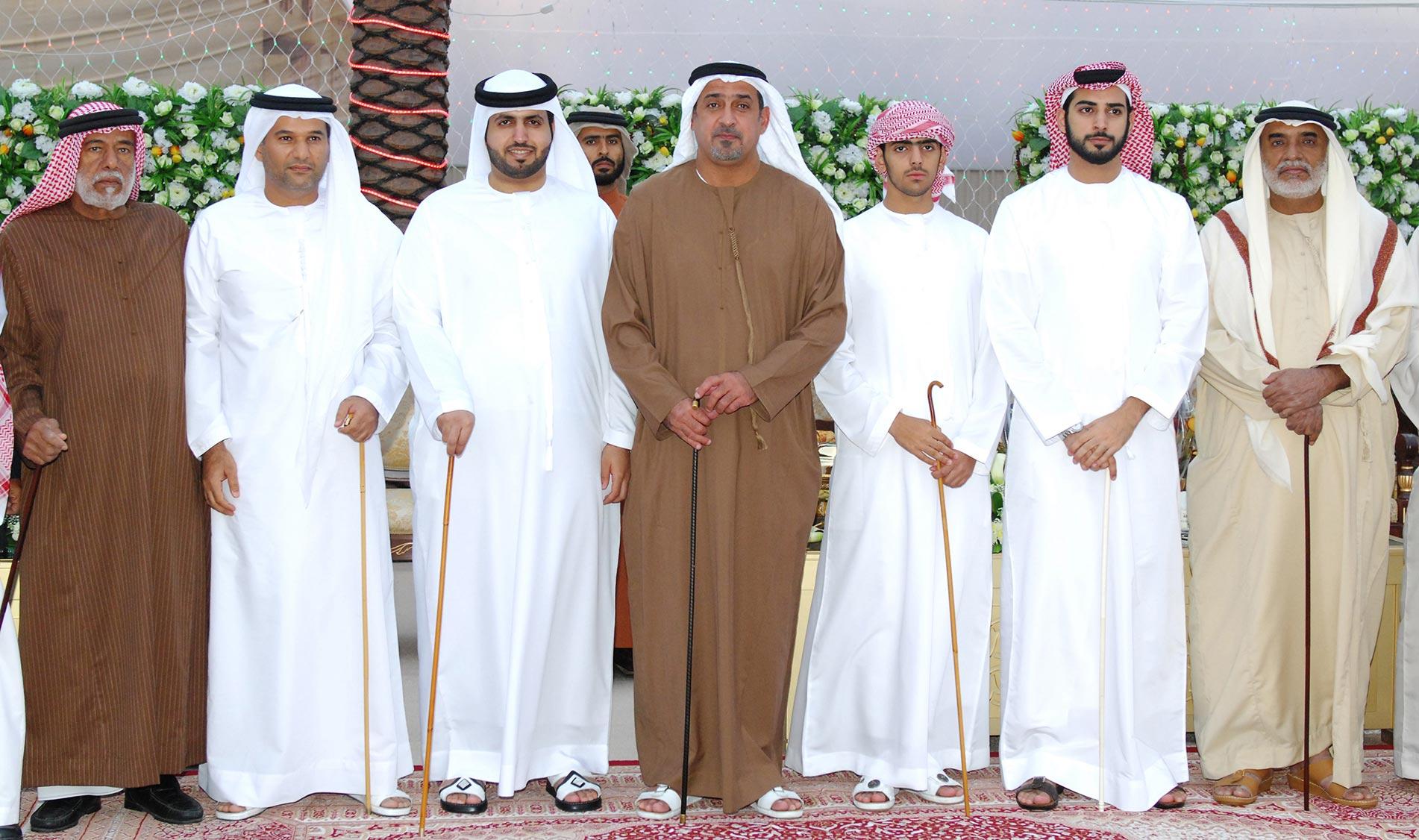 سلطان بن خليفة يشهد حفل زفاف مواطن في مدينة العين