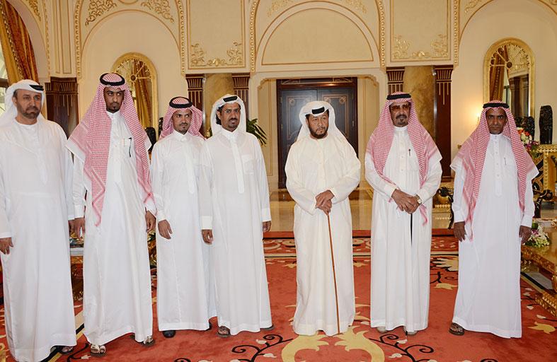 سلطان بن زايد يستقبل الشاعر السعودي عبد الله بن عون
