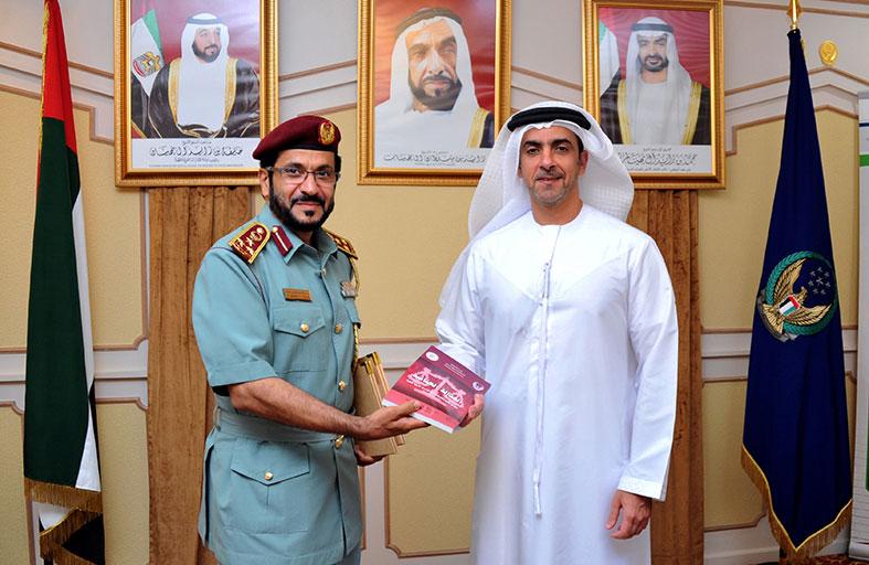 سيف بن زايد يطلع على دراسة حول العدالة الجنائية وتطبيقات الإمارات