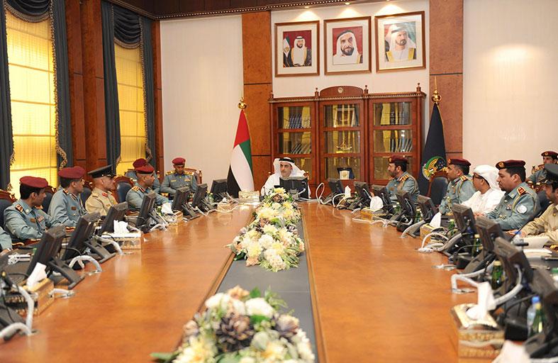 سيف بن زايد يطلع على نتائج عمل فريق المسرعات الحكومية لوزارة الداخلية