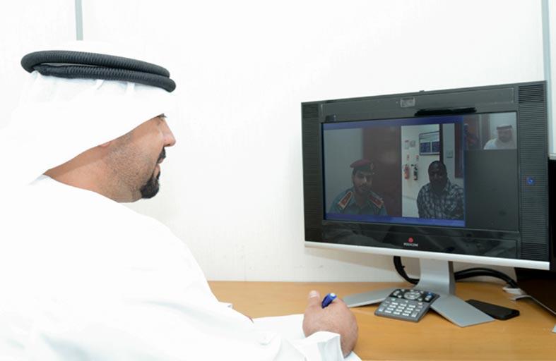 شرطة أبوظبي تبدأ تشغيل خدمة الترجمة الفورية عبر هاتف 999