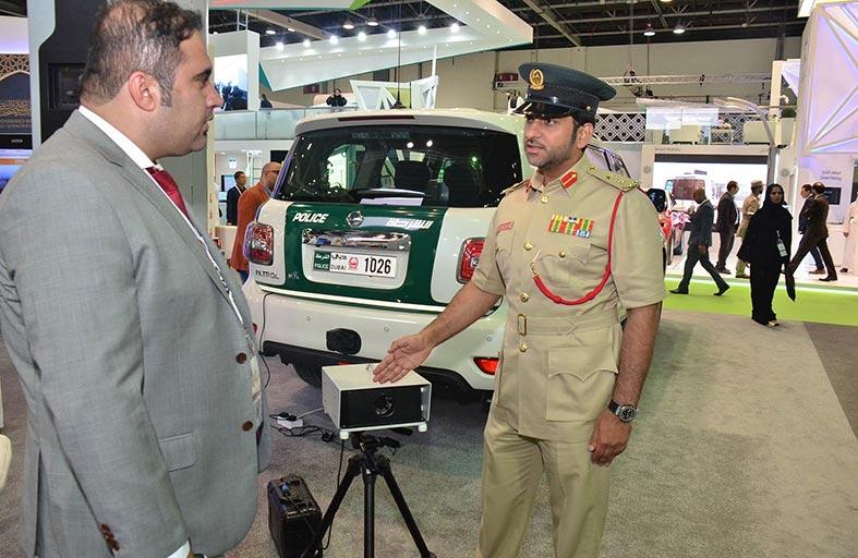 شرطة دبي تعلن عن تصميمها لرادار متخصص برصد مخالفات كتف الطريق