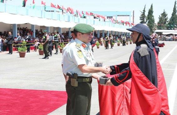 ضابط من الداخلية يحصل على المركز الأول مع مرتبة الشرف في جامعة مؤتة العسكرية في الأردن