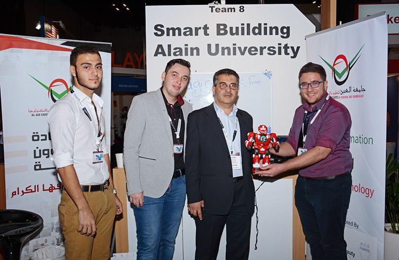 طلبة كلية الهندسة في جامعة العين يبتكرون روبوتا للمكفوفين
