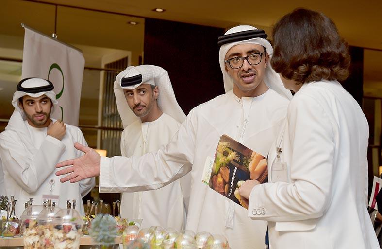 عبدالله بن زايد يطلق برنامج الرعاية الصحية لموظفي وزارة الخارجية في الداخل والخارج