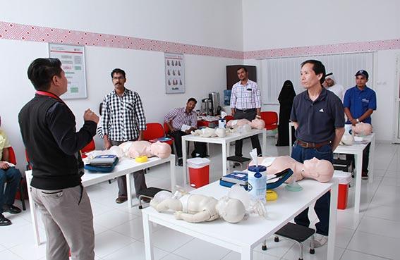 غرفة عجمان تنظم دورة إسعافات أولية لموظفي القطاع الخاص بمشاركة 13 جهة