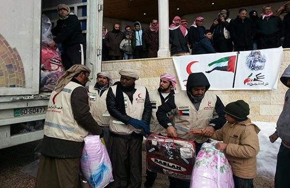 فريق الهلال الاحمر الاغاثي يواصل حملته لتوزيع المساعدات الشتوية على اللاجئين السوريين في الأردن