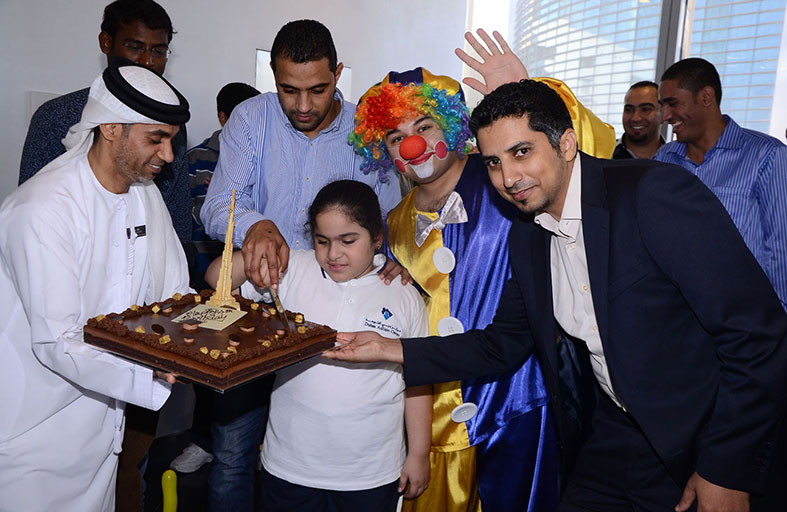 قمة البرج، برج خليفة تستضيف أطفالاً من مركز دبي للتوحد