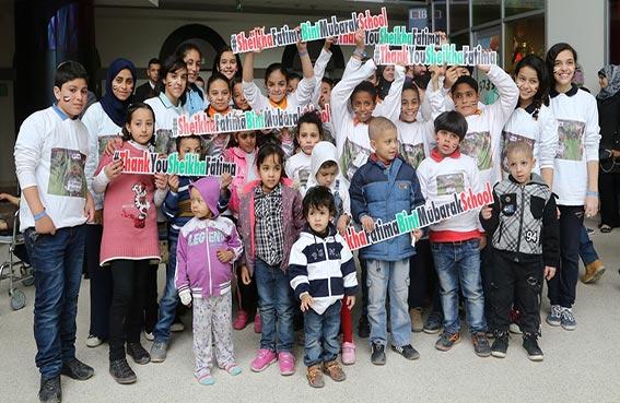 مجموعة من طلاب وطالبات مدرسة الشيخة فاطمة بنت مبارك للغات بمدينة نصر يزورون مستشفى علاج سرطان الأطفال بالقاهرة