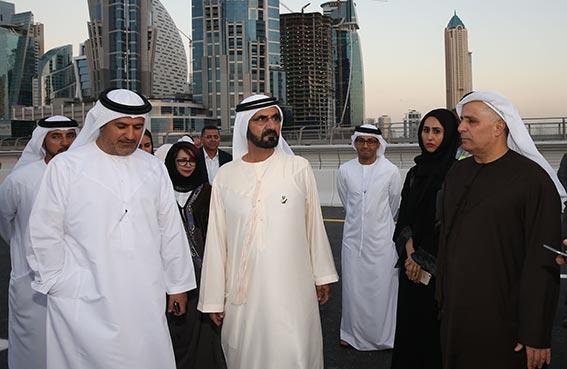 محمد بن راشد يتفقد سير العمل في مشروع قناة دبي المائية