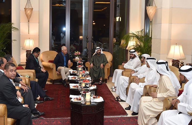 محمد بن راشد يبحث مع رئيس وزراء  ماليزيا عددا من القضايا الإقليمية والدولية