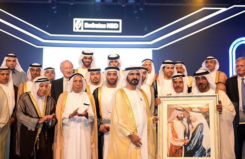 محمد بن راشد يكرم الرعيل الأول في بنك الإمارات دبي الوطني