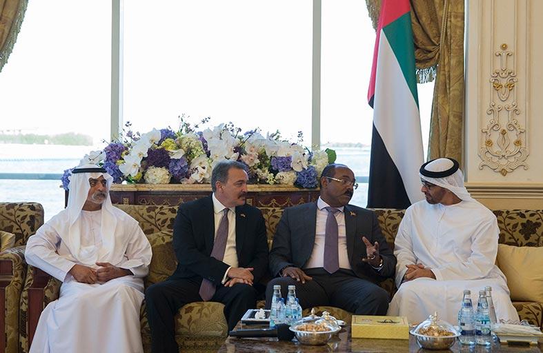 محمد بن زايد يبحث مع رئيس وزراء انتيغوا وباربودا تعزيز العلاقات بين البلدين