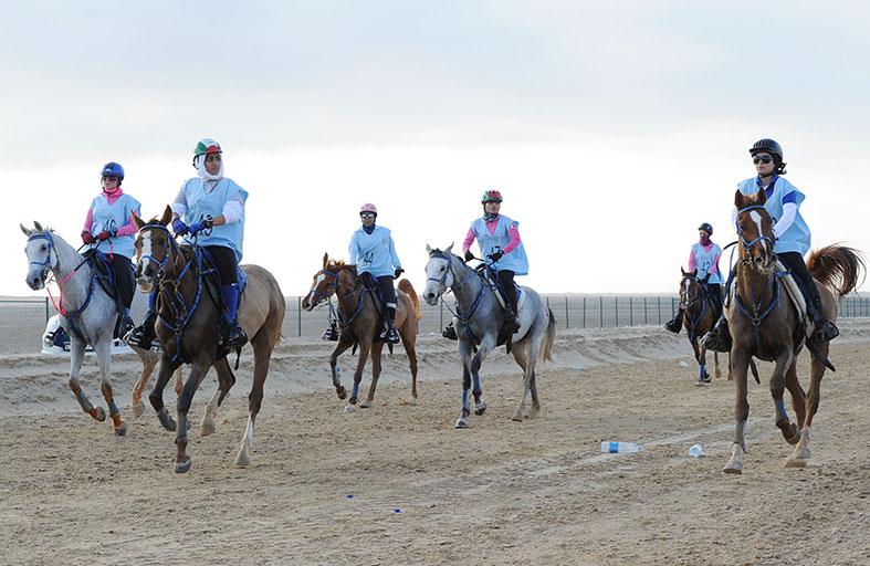ستة سباقات يطلقها نادي تراث الإمارات الخميس المقبل في سباق كأس رئيس الدولة للقدرة بقرية بوذيب