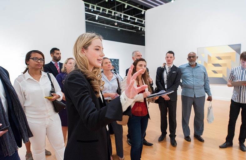 هيئة أبوظبي للسياحة والثقافة تطلق معرض أبعاد مضيئة.. مختارات من مقتنيات جوجنهايم أبوظبي