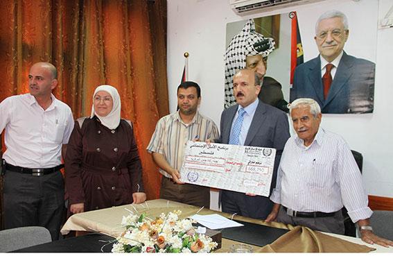 هيئة الأعمال الخيرية الاماراتية تقدم مائتي ألف دولار لأسر أيتام محافظة جنين بفلسطين