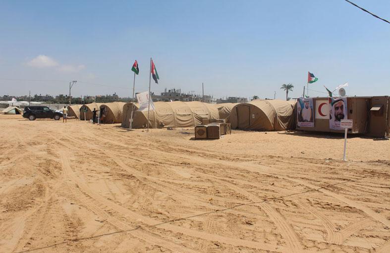 وفد الهلال الأحمر السادس يوزع مساعدات اغاثية على العائلات الفلسطينية المحتاجة في غزة