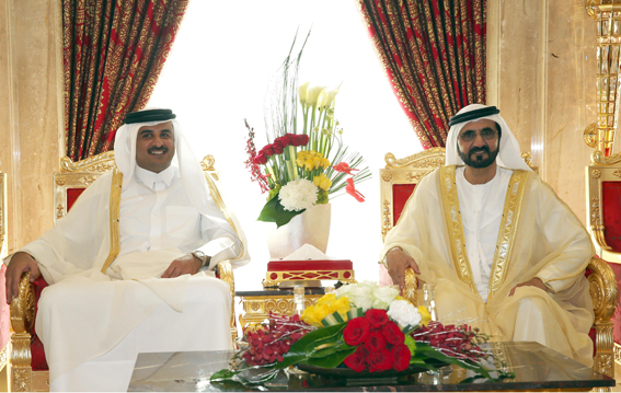 محمد بن راشد يستعرض مع أمير قطر العلاقات الأخوية بين البلدين