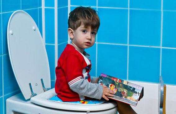 نصائح لتدريب طفلك على استعمال المرحاض