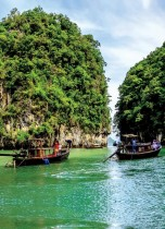مناظر طبيعية خلابة بينما تغادر قوارب سياحية بحيرة جزيرة كوه هونغ في بحر أندامان بتايلاند.   ا ف ب