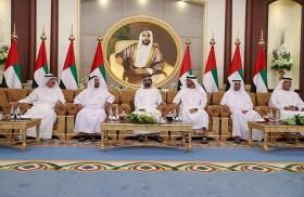 محمد بن راشد ومحمد بن زايد يستقبلان حكام الإمارات وأولياء العهود ونواب الحكام ويتبادلون التهاني