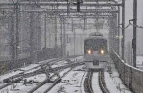 الثلوج تحاصر430 شخصاً في قطار