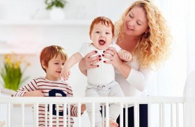 5 نصائح لتتمكّني من رعاية طفلين أحدهما رضيع